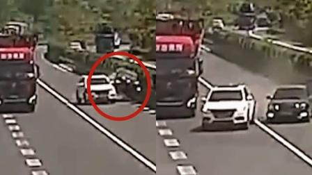 """完全来不及避让!监拍:司机突然强行变道 后车被""""架起来""""腾空"""