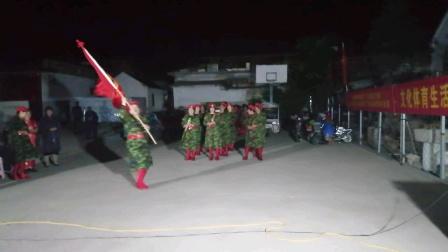 鲁城街道庄户剧团走进社区葫芦丝,军歌连奏。