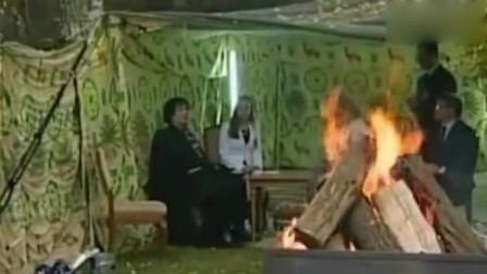 巅峰时期的卡扎菲有多狂在帐篷接见乌克兰美女总理,女总理很紧张的样子