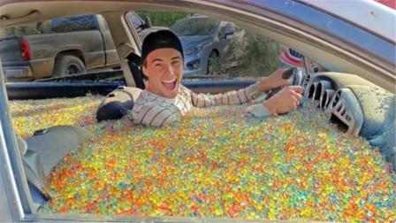 在10万个水宝宝中开车能发生什么?作死老外亲测,爽到停不下来!