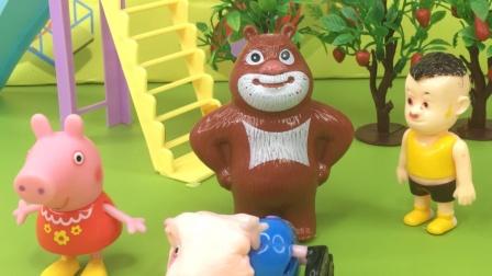 佩奇看见森林里来了只怪兽,直露出两只眼睛,到底这个怪兽是谁扮的呢?