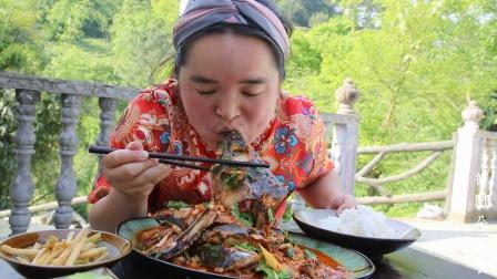 苗大姐山东朋友送大鱼,10多斤鱼用苗式烧法,小朱都要杠上了