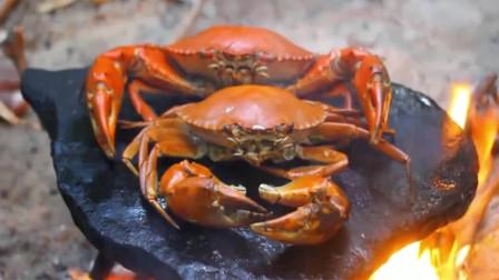 黄油蟹这样吃才过瘾,1斤大黄油蟹烤熟配酸辣酱,好多肉,看饿了