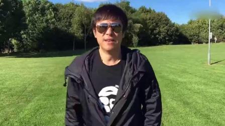 53岁解晓东现身酒吧演唱 打扮低调身材精瘦显年轻