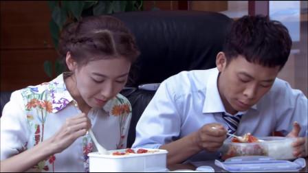 好男儿:傻小子假扮女老板男友,吃饭还要在一起,两人培养默契