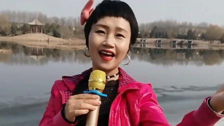 农村大姐翻唱《我的祖国》,尽显祖国山河壮丽,回声嘹亮