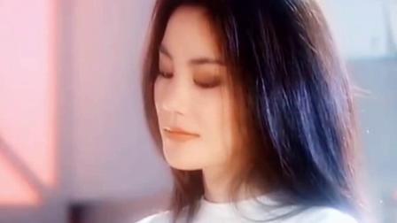 王菲与鲜肉男闺蜜音乐节蹦迪 不见男友谢霆锋身影