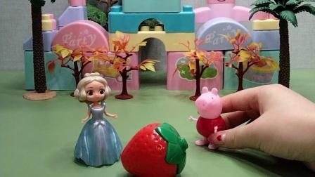 佩琪把草莓分享给白雪公主