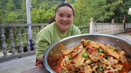 苗大姐半斤辣椒炒鸡鸡蛙蛙,3个女人吃精光,一个比一个吃得厉害
