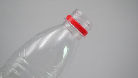 废旧的塑料瓶别扔了,瓶头加工造成实用的挂钩,省钱又实用