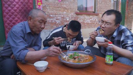 """阿远做""""西红柿炖牛尾"""",12斤一根切满一锅,吃肉喝汤不亦乐乎"""