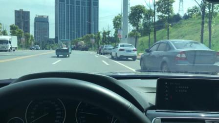 马路边侧方位停车演示,步骤简单实用,新手司机轻松学会