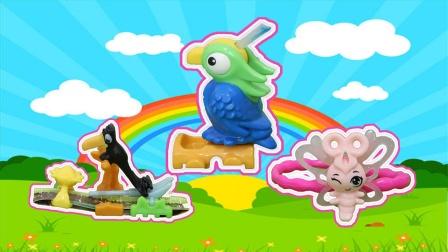 健达奇趣蛋:拆出蝴蝶手链鹦鹉画笔乌鸦喝水玩具