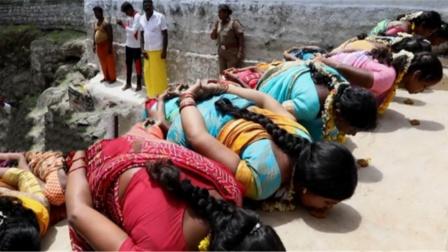 印度女人趴在大街上?要不是有视频,怎样都不信这事会发生在白天