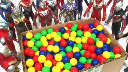 奥特曼军团发现新款奥特曼怪兽变形泡面 变形金刚玩具