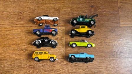 展示不同年代的小汽车玩具