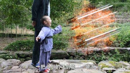故事:千年鸡王拦路打劫,以为四岁小孩好欺负,不料这次遇上硬茬