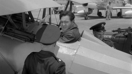 一战飞行员迷路后降落,发现已过去40年,还遇见早该战死的战友