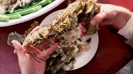 歪果仁在中餐厅点'特餐',用剩骨头拼成怪枪假牙当子弹,科幻片