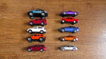彩色的越野车皮卡车玩具展示