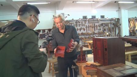 今天上午给新加坡的老师同学们现场直播介绍职业大学的木工坊