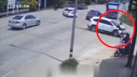 女子发生车祸后下车查看,不料悲剧发生,监控拍下恐怖一幕