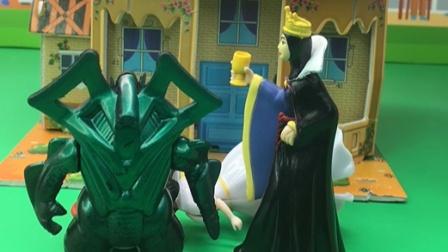 贝尔为保护白雪,变成怪兽的样子吓唬王后!