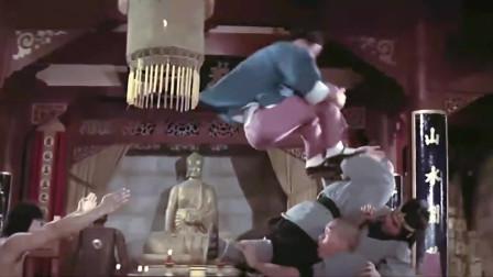《龙虎少爷》飞燕双刀嚣张至极,谁料高手使出武林绝学,一招完虐!