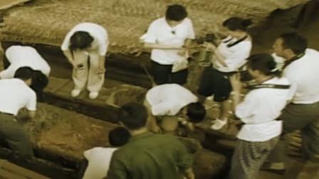 蒙古出土一古墓,墓中女尸居然穿着龙袍下葬