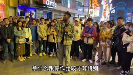 老外街头翻唱《红色高跟鞋》一开口中文十级,让人忘记原唱!