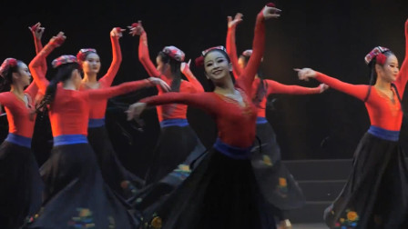 维吾尔族民间舞蹈《赛乃姆组合》中南民族大学舞蹈系
