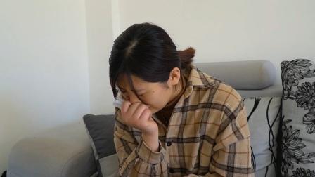 妻子帮去世丈夫还债50万,一年后她收到一个包裹,打开后泪崩了