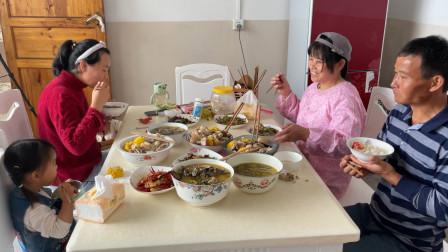云南姑娘远嫁到湖南农村,今天过生日,看看婆婆都给她准备了什么