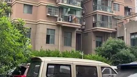 #杭州杀妻分尸案5月14日开庭 案发小区房价未受影响,邻居搬走房子出租。#周刊君现场