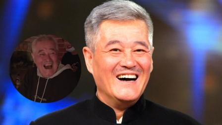 63岁赵本山片场指导演员拍戏 边抽烟边大笑精神好