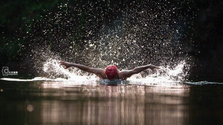 一个是游泳高手一个是摄影高手,晚上还一起抓鱼宵夜,五一假期很完美
