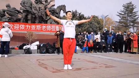 伊力亚斯老师新疆舞表演,潇洒飘逸,阳刚帅气!
