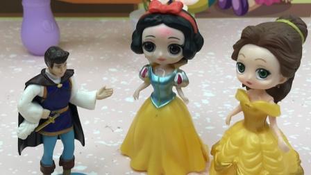 王子是来给白雪加油的,贝儿想叫王子一起去玩!