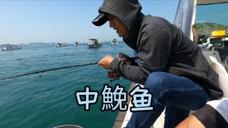 新手粉丝第一次出海钓鱼,人品还是可以的,这鱼货应该可以毕业了