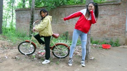 自行车开口说话,还把虎妹当成主人,搞笑
