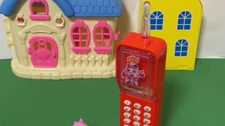 趣味玩具:乔治接到妈妈的电话,妈妈不回来吃饭了!