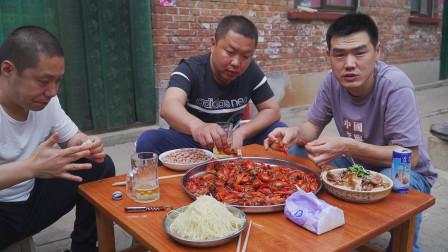 158买10斤小龙虾,阿远做麻辣小龙虾吃,虾尾入味,好吃的嗦手指