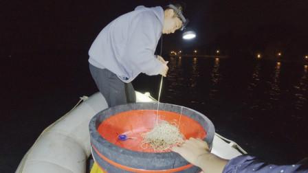 小黑和阿敏通宵下排钩,抓7条值钱鳗鱼,一晚上不睡觉值了