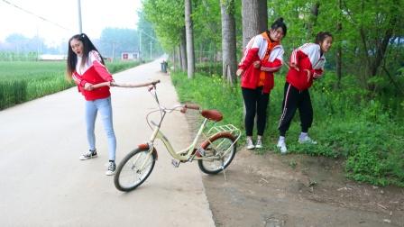 虎妹出门买盐,没想到自行车竟一直跟着虎妹