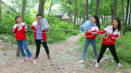 虎妹和大美玩超级传声筒,用绳子和水桶就能做成