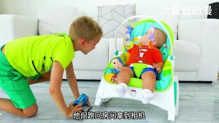 小男孩戴上婴儿面具玩耍,从而轻松得到玩具和零食