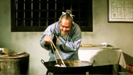 老头将公鸡画纸切成条,放入锅中-上集