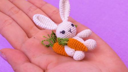 DIY手作,芭比娃娃的迷你编织兔子玩偶,宝宝的趣味手工