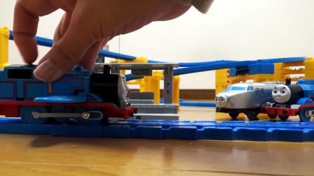 新车拆包装,组装高架桥轨道隧道,好多辆火车高铁车