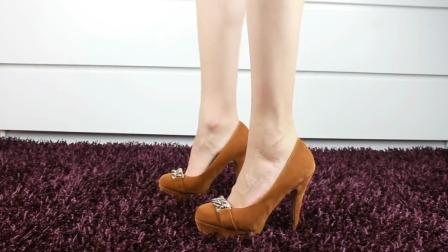 厚底的松糕高跟鞋,喜欢的女生为什么越来越多了呢?